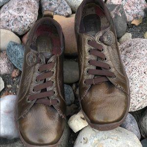 BORN Walking Shoe copper color super comfy!